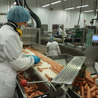 Работа в Польше для мужчин и женщин напроизводстве колбас